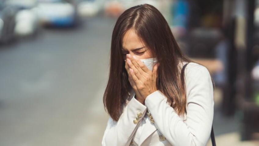 Covid-19 : une étude révèle que le coronavirus pourrait circuler jusqu'à 4 mètres d'un malade