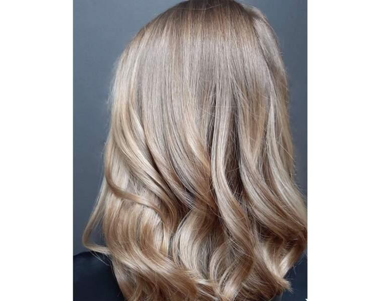 Blond foncé beige