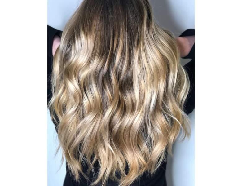 Ombré hair blond sur cheveux wavy