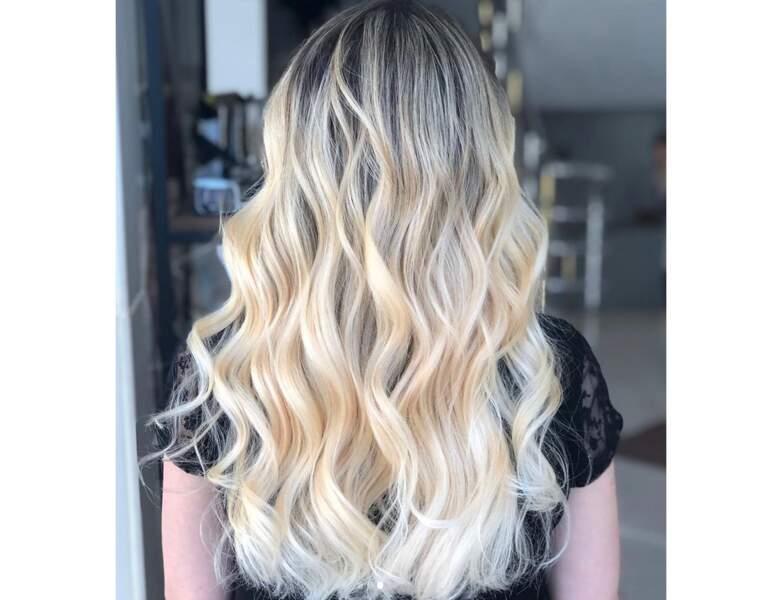 Ombré hair blond sur cheveux bouclés