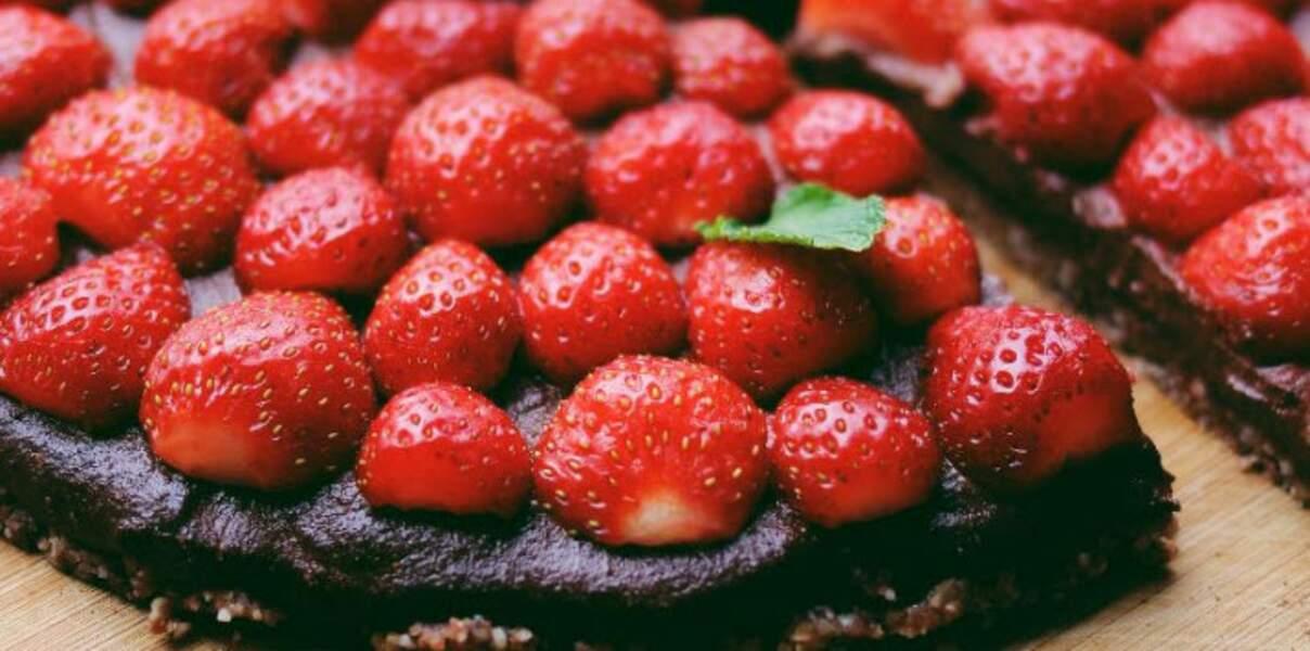 Tarte crue fraises-cacao