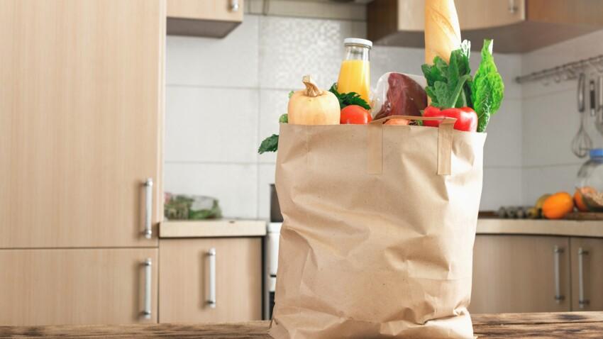 Coronavirus : faut-il faire ses courses avec des sacs en plastique ou en tissu ?