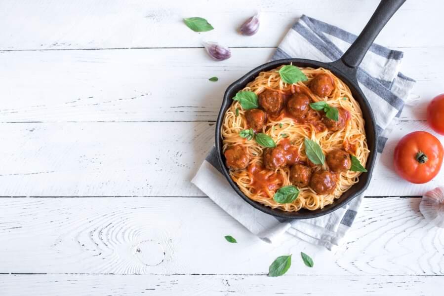 """""""Tous en cuisine"""" : la recette des boulettes sauce tomate basilic, penne et burrata de Cyril Lignac"""