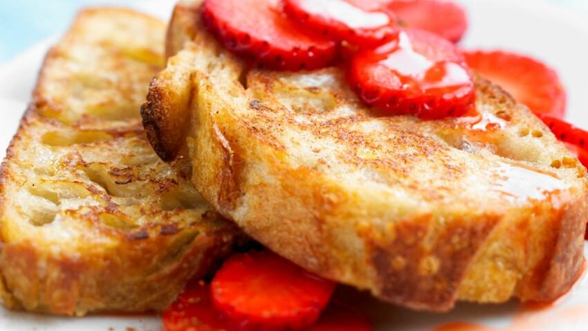 Pain perdu caramélisé et quelques fraises
