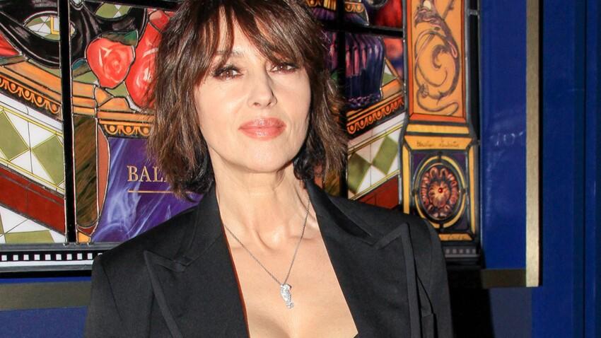 Monica Bellucci sexy en collants : elle dévoile son fessier et un jeu de jambes irrésistible