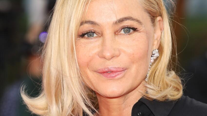 Emmanuelle Béart : elle dévoile ses cheveux au naturel et s'affiche sans make-up à 56 ans