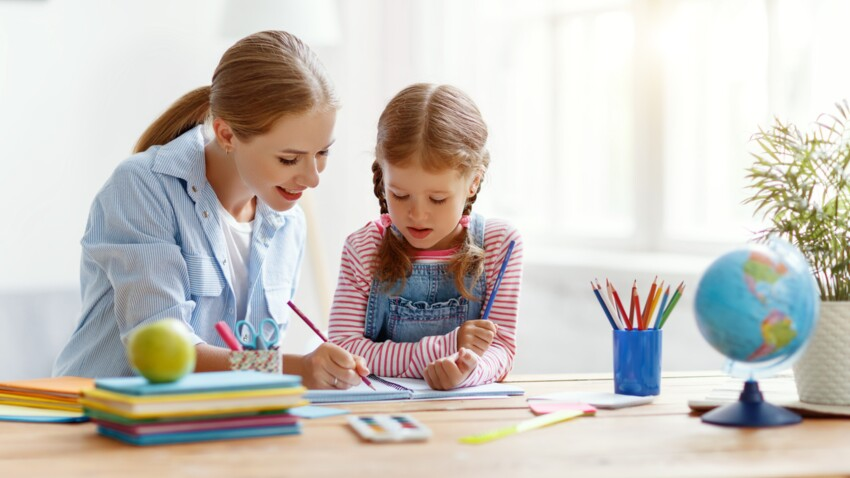 Déconfinement : 3 conseils aux parents qui poursuivent l'école à la maison