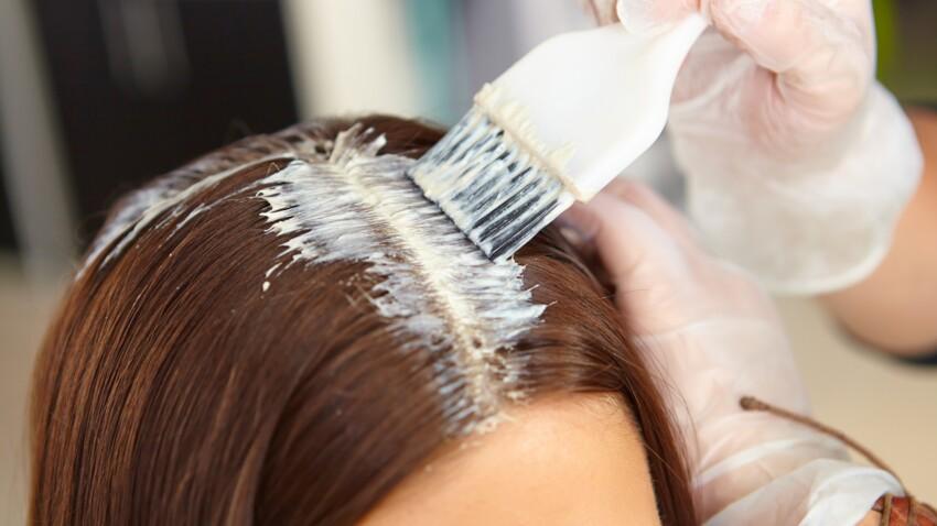 Cheveux blancs : faut-il éviter les colorations des grandes surfaces ?