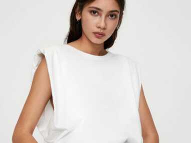 Tendance tee-shirt à épaulettes : top 10 des modèles à shopper d'urgence !