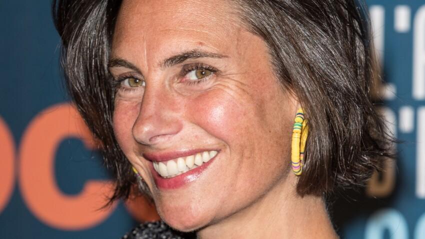 Alessandra Sublet irrésistible dans une petite robe ultra-tendance
