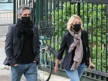 FEMME ACTUELLE - Obsèques de Guy Bedos : Emmanuelle Béart très émue aux côtés de son époux, Frédéric Chaudier