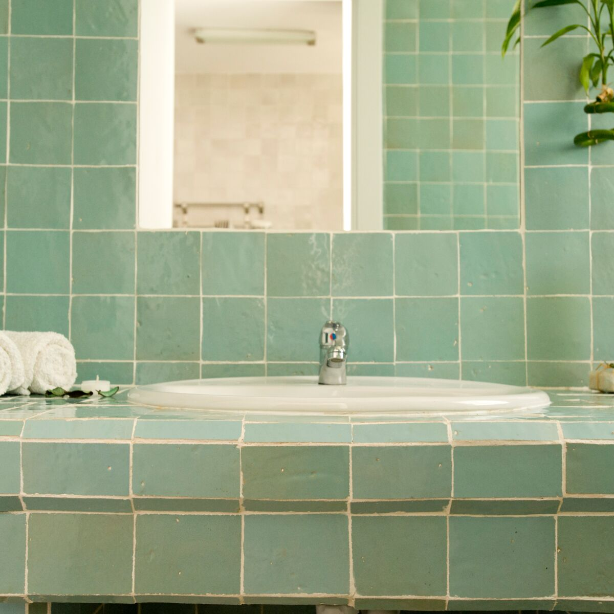 Zellige : comment adopter ce carrelage de salle de bain tendance