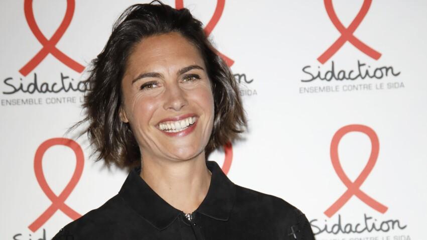 Alessandra Sublet : salopette, espadrilles et tee-shirt, son look cool qu'on copie direct