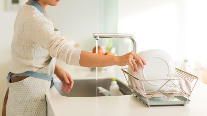 Faut-il rincer la vaisselle avant de la mettre au lave-vaisselle ?