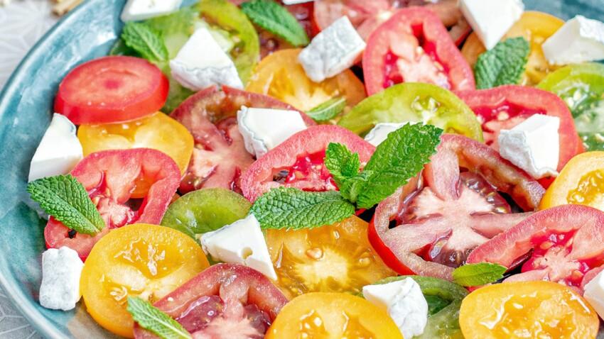 Carpaccio de tomates colorées au Sainte-Maure-de-Touraine AOP, menthe et petits croûtons