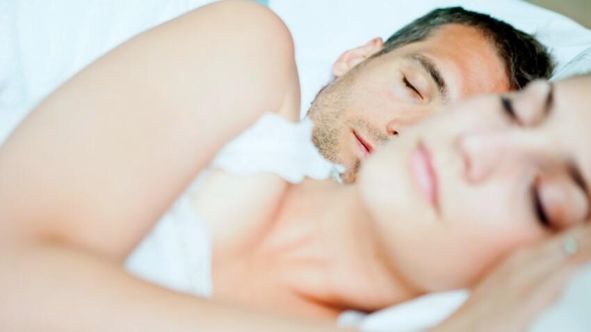 Divorce du sommeil : qui sont ces couples amoureux qui choisissent de dormir séparément ?