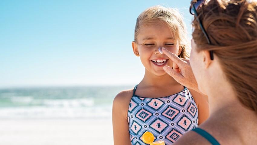 Crèmes solaires pour enfants : 10 ingrédients qui ne doivent surtout pas faire partie de leur composition
