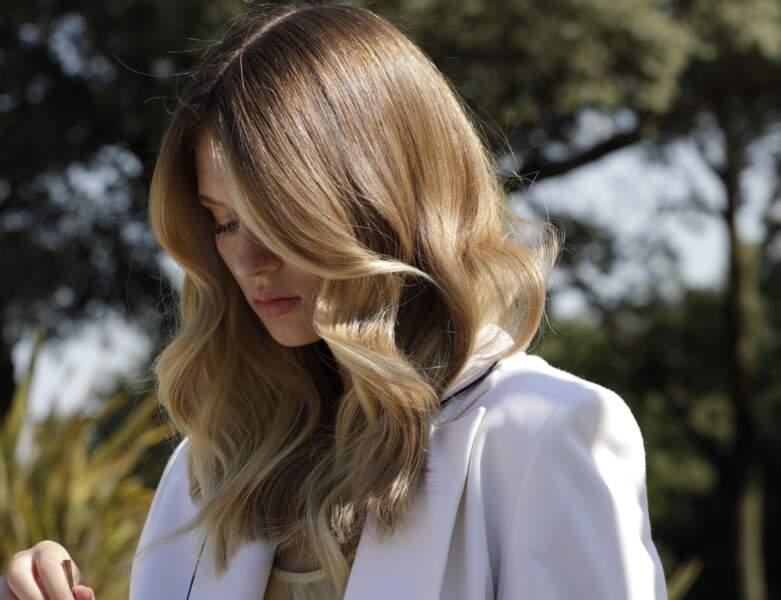 Carré long blond wavy