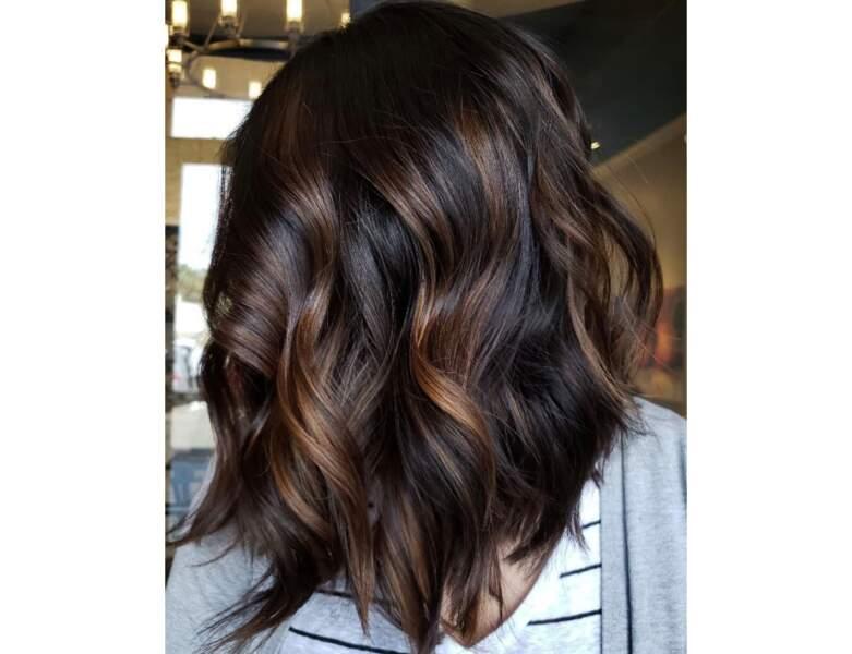 Carré long brun avec un léger ombré hair