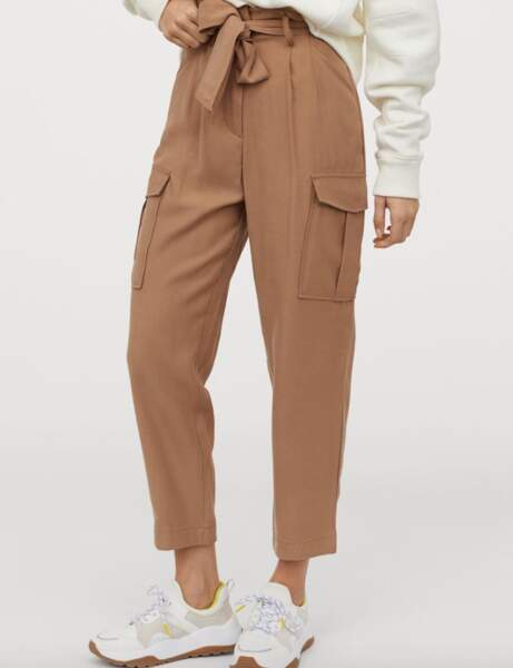 Un pantalon tendance paperbag pour mettre en valeur sa silhouette
