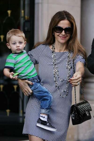 Kelly Preston et son fils Benjamin quitte le restaurant Pizza Pino à Paris