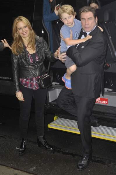 "John Travolta avec son fils Benjamin et sa femme Kelly Preston lors de l'émission ""Late Show With David Letterman"""