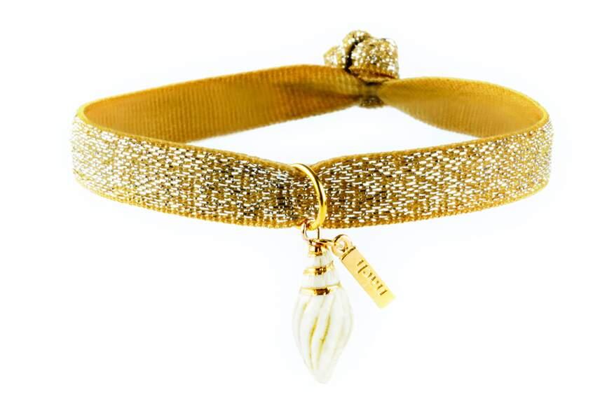 Bijou d'été doré : le bracelet élastique charm's
