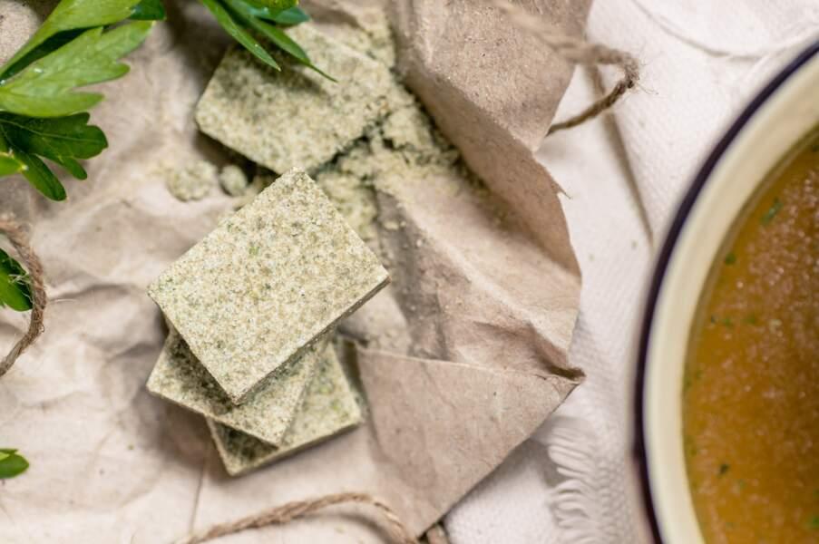 Les cubes culinaires et la sauce soja