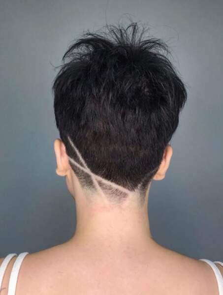 Undercut : avec des traits fins sur cheveux courts
