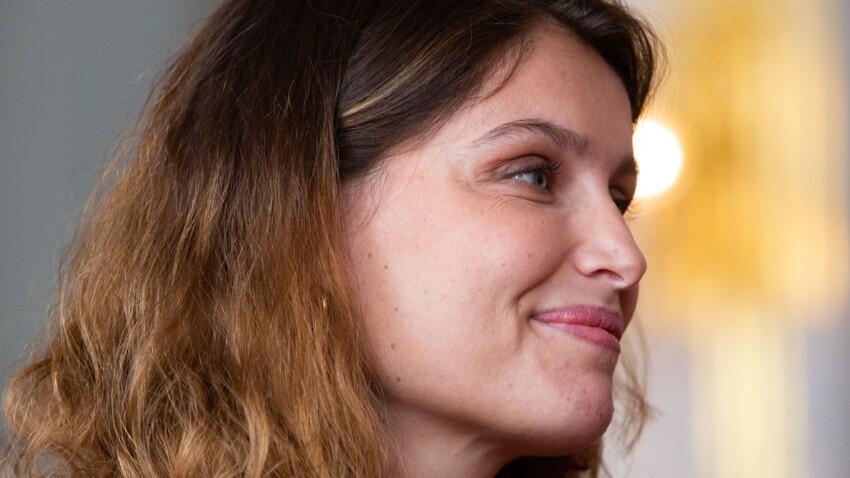 Laetitia Casta toujours canon : elle adopte le tee-shirt au top du moment (Vous l'avez aussi ?)