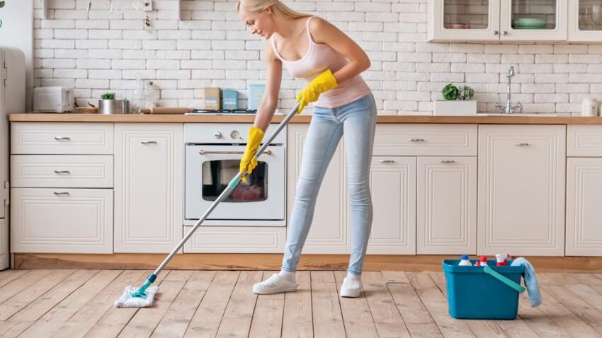 À quelle fréquence faut-il passer la serpillière à la maison ?