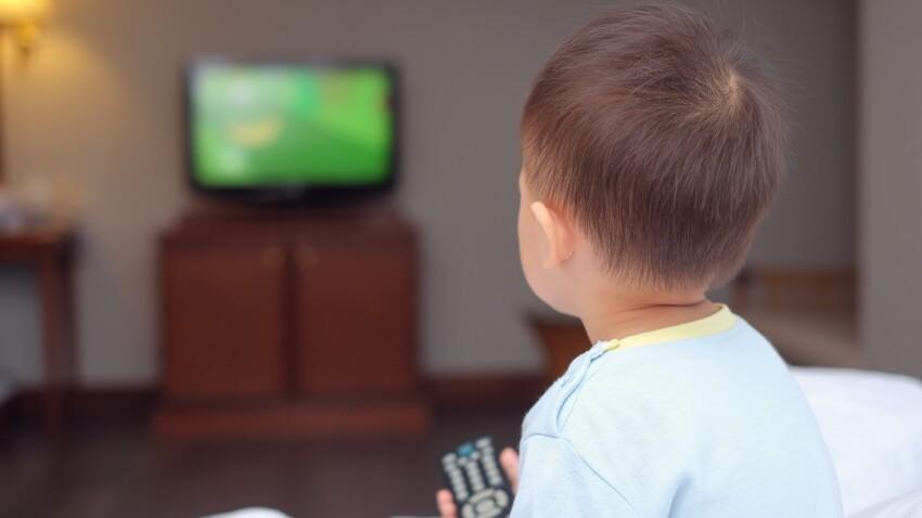 Ecrans : voici pourquoi certains enfants aiment la télévision plus que d'autres