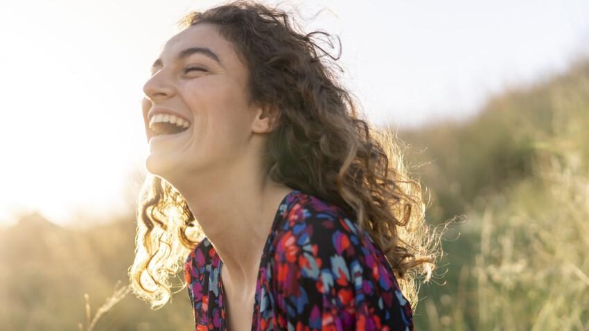 Cheveux bouclés : 3 étapes indispensables pour en prendre soin
