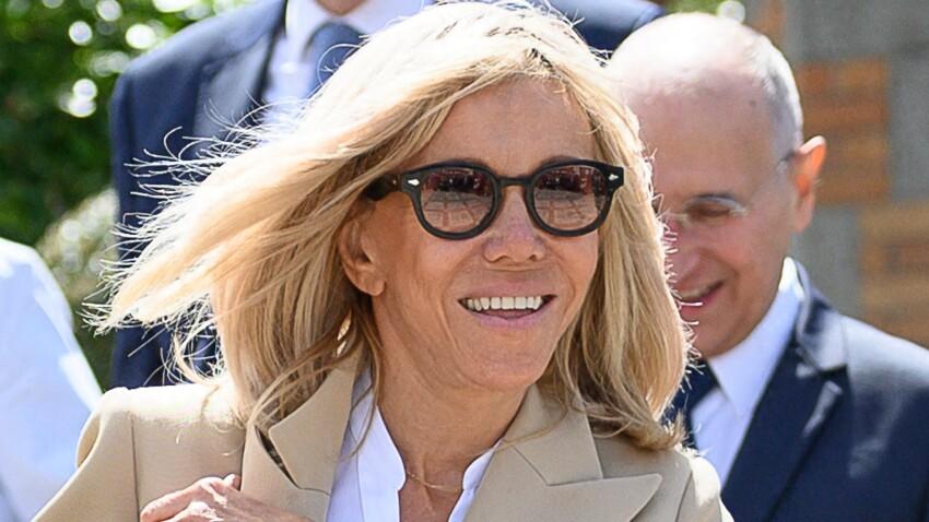 Brigitte Macron en jean moulant et veste très originale pour un retour mode fracassant (vous aimez ?)