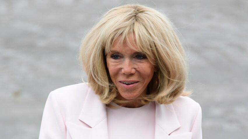 """Brigitte Macron contorsionniste ? Sa pose en Une de """"Paris Match"""" surprend les internautes"""