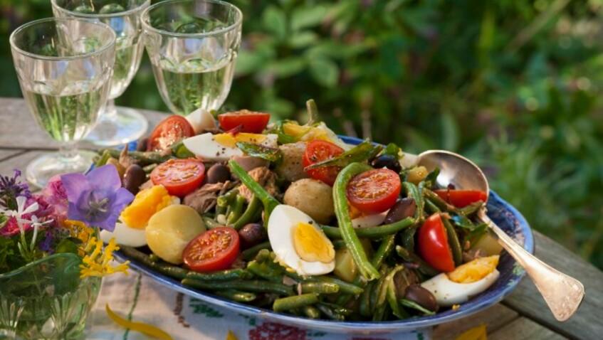 Tous en cuisine : la recette de la salade niçoise de Cyril Lignac