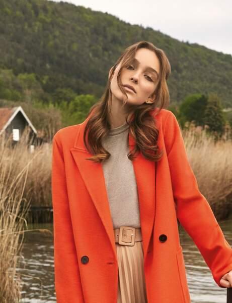 Tendances coloration de la rentrée automne-hiver 2020-2021 : le balayage miel sur cheveux bruns