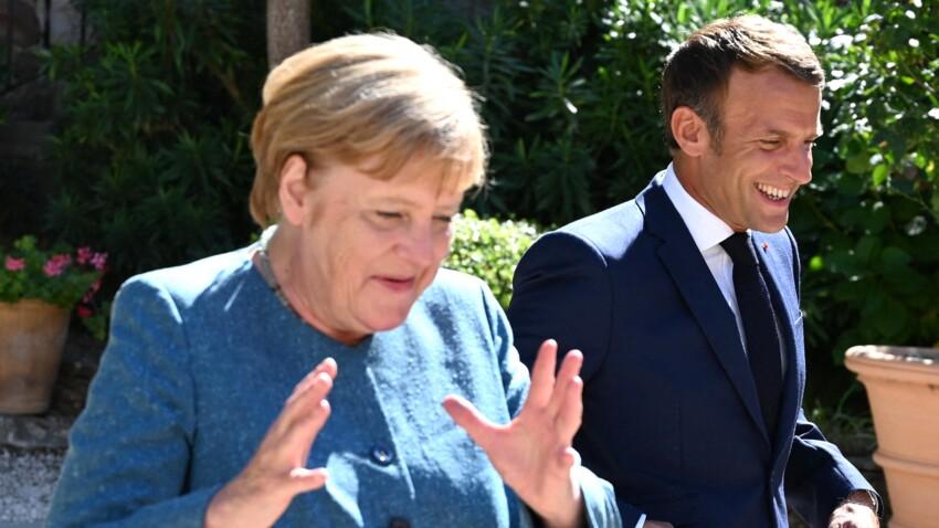 Emmanuel Macron moqué par Angela Merkel sur les photos de ses vacances d'été