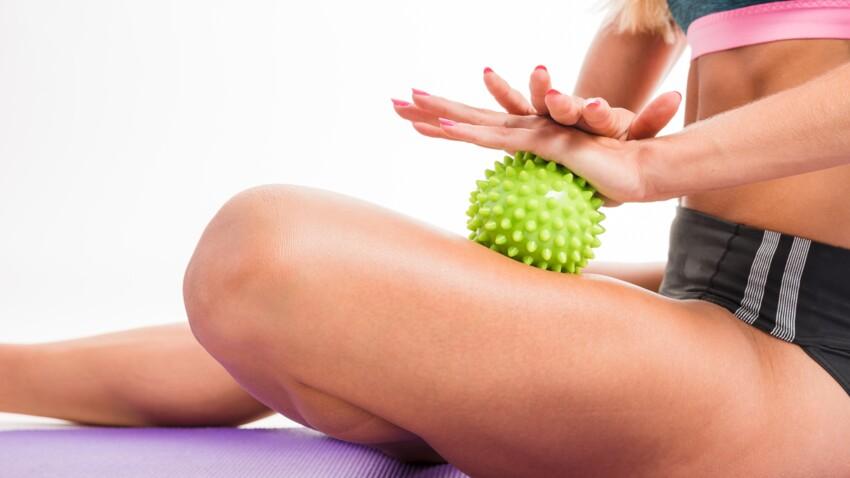 Circulation sanguine, tensions musculaires : 5 exos ultra-efficaces à faire avec une balle de massage