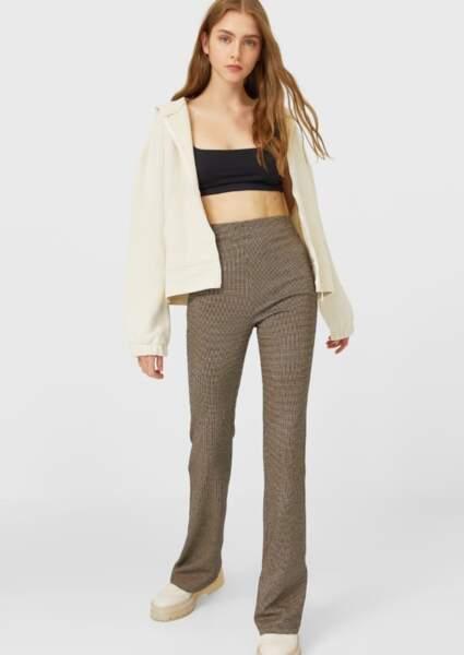 Les pantalons tendance de la rentrée automne-hiver 2020-2021 : flare avec petits carreaux