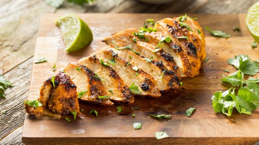 Tous en cuisine : la recette du poulet grillé aux épices, maïs coco citron de Cyril Lignac