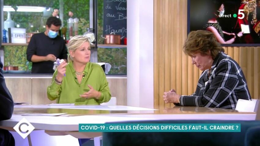 """Anne-Elisabeth Lemoine : son tacle (très drôle) à Roselyne Bachelot dans """"C à vous"""""""