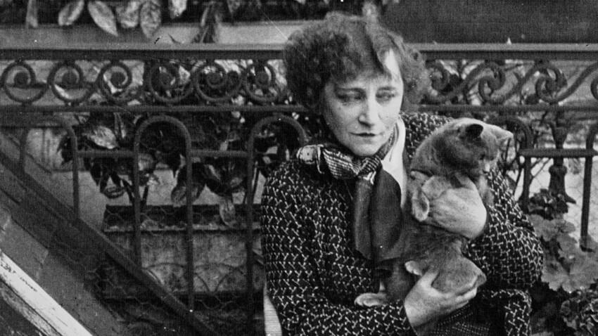 Colette, l'auteure, son chien et ses félins