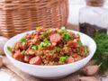 Tous en cuisine : la recette des haricots coco à la tomate et saucisses au four de Cyril Lignac