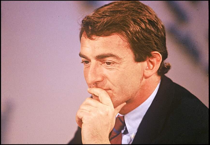 Après un passage au service économique de la chaîne et des remplacements d'été à la présentation des JT, Jean-Pierre Pernaut est choisi, en 1988, pour remplacer Yves Mourousi et Marie-Laure Augry au journal de 13 Heures.