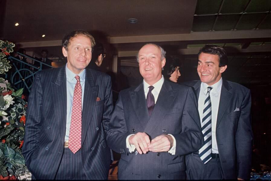 En compagnie de Patrick Poivre d'Arvor et de Ladislas de Hoyos, les présentateurs des JT de TF1, en 1990.