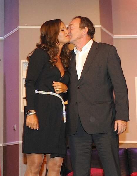 ... où Jean-Pierre Pernaut est venu embrasser sa femme Nathalie Marquay lors du filage de la pièce.