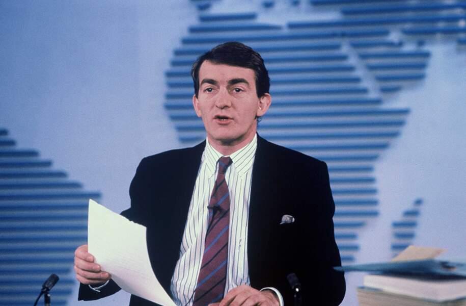 Depuis le 22 février 1988, Jean-Pierre Pernaut occupe le poste de présentateur du 13 Heures de TF1. 32 ans ! Un sacré record de longévité.