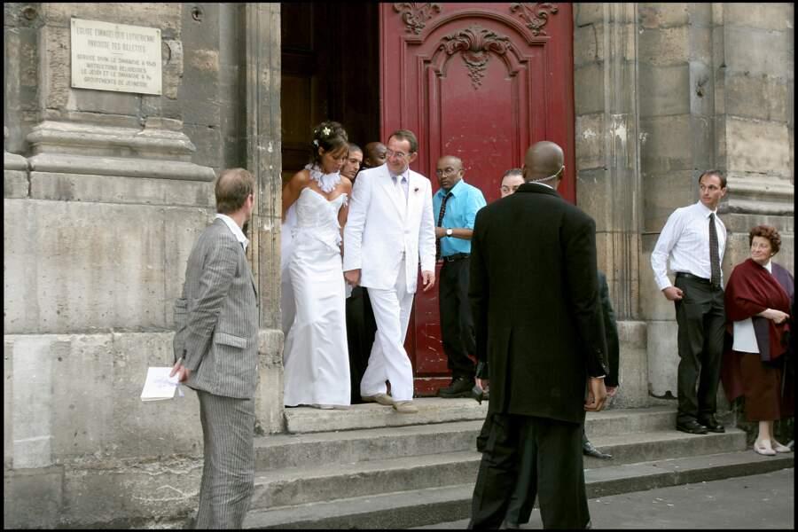 Après six ans de romance et deux enfants, Lou née en 2002 et Tom né en 2003, le couple se marie...