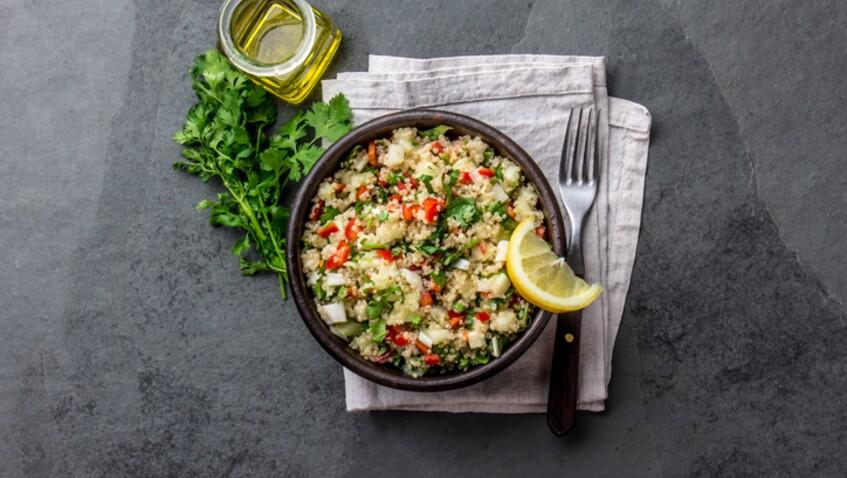 Tous en cuisine : la recette des boulettes, quinoa et chips de carottes de Cyril Lignac